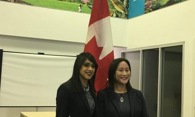 联邦小生意及旅游部部长Bardish Chagger与MP-Elect Jean Yip谈加中旅游年