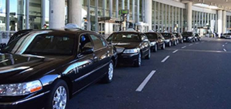 皮尔逊机场无证出租到处宰客 如何防止被骗?How can we prevent fraud of unlicensed taxis at Pearson Airport?