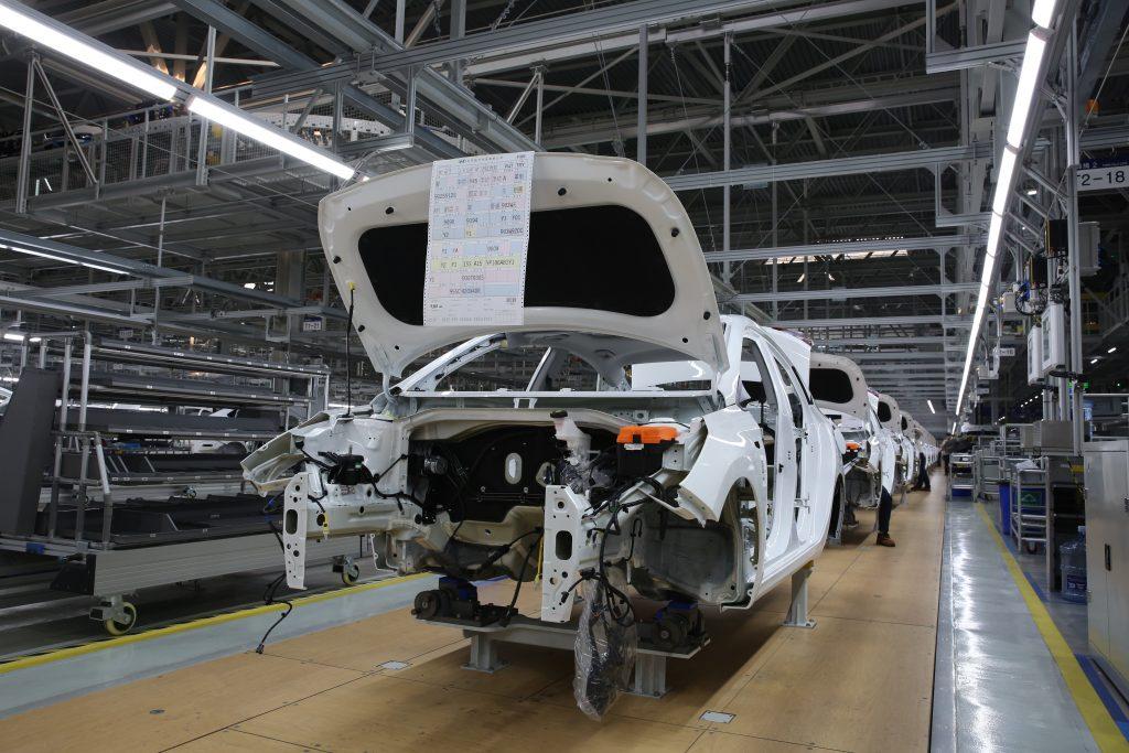 北京现代沧州工厂生产车间。张晓煜 摄