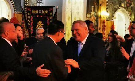 中国驻多伦多总领事馆总领事韩涛和安省省长福特出席多伦多社区与文化中心新春联欢晚会