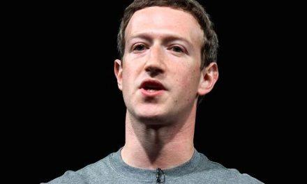扎克伯格正式道歉买下九家报纸版面大声说Sorry/Zuckerberg formally apologized for buying nine newspaper pages and saying loudly that Sorry