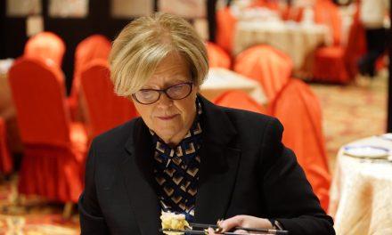 高雪莉Shelley Carroll市议员支持华人餐饮业,谴责侮辱华人语言