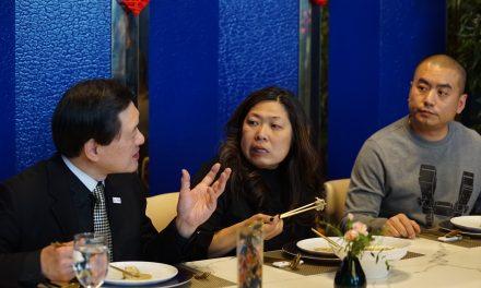 伍凤仪部长奔波为华人餐饮业忙,呼吁大家齐来支持,帮助商家度过难关