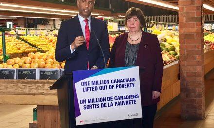 自 2015 年以来,已有超过 100 万加拿大人摆脱了贫困 Over 1 million Canadians have been lifted out of poverty since 2015