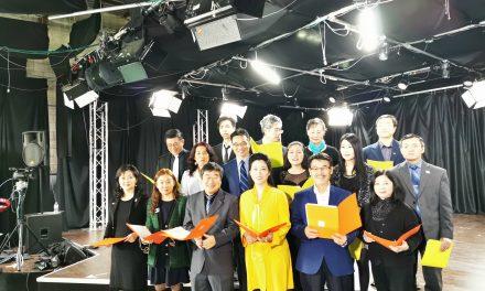 为武汉加油!让世界充满爱!万锦市市长薛家平与多伦多华裔媒体人共同录制MV