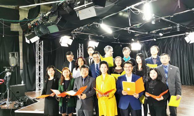 让世界充满爱!武汉加油!万锦市市长薛家平与多伦多华裔媒体人共同录制MV助力中国抗疫