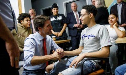 总理宣布新投资,帮助年轻人就业 The Prime Minister announces investment to help young people get job